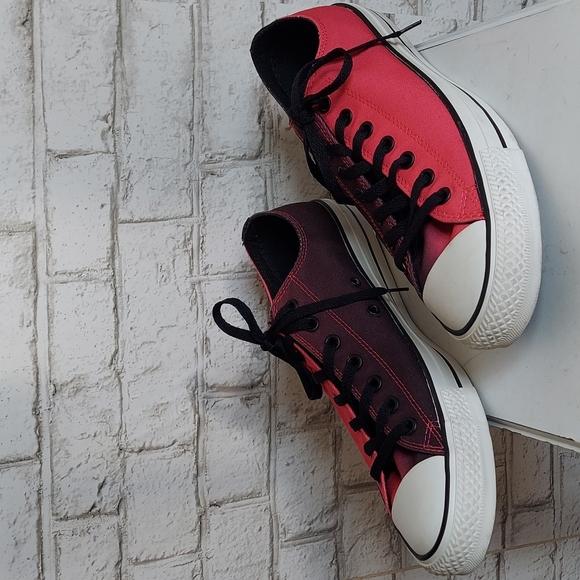 Converse all star low top Chuck bicolor canvas sneakers sizes: men 11, women 13